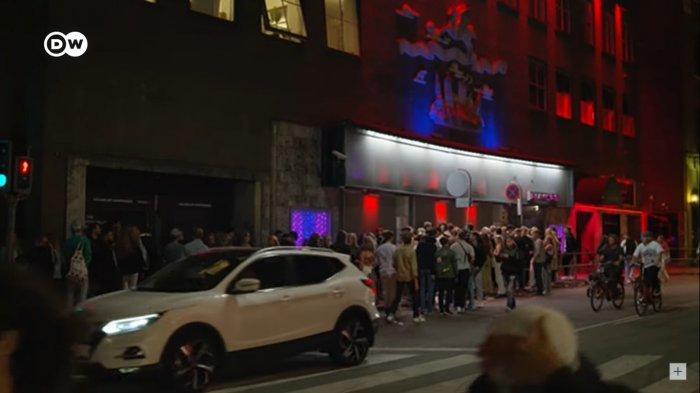 Kerumunan di klub malam Denmark tanpa pembatasan virus Covid-19.