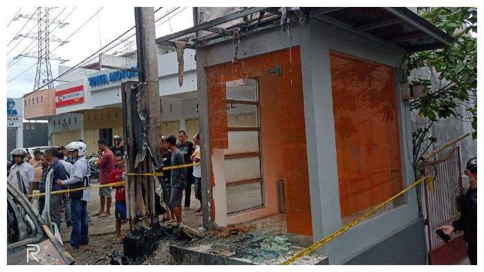 Detik-detik terbakarnya mobil di Parepare yang membawa jeriken berisi minyak dan lpg membuat kaca ATM pecah.