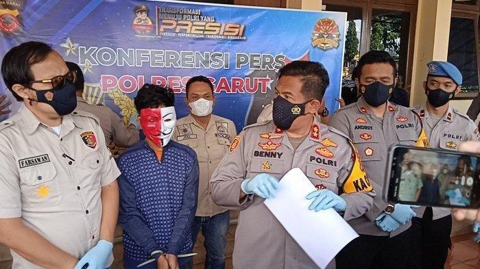 KR (17) Gadis asal Kecamatan Karangpawitan yang dinyatakan hilang dua pekan lalu akhirnya ditemukan ternyata dibawa lari oleh kekasihnya MF (pakai topeng). Rabu (24/03/2021).