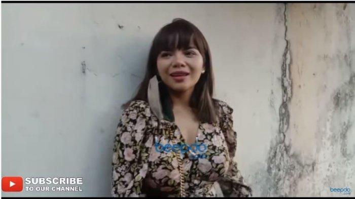 Dinar Candy dalam tayangan di kanal YouTube beepdo, Senin (21/9/2020). DJ Dinar Candy mengungkap harga asli celana dalam bekasnya.