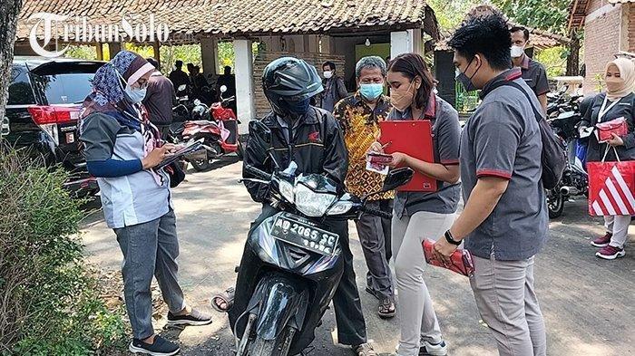 Suasana Penyerahan Ganti Rugi Laha Terdampak Proyek Tol Solo-Jogja, di Desa Beku, Kecamatan Karangananom, Kabupaten Klaten, Kamis (16/9/2021).