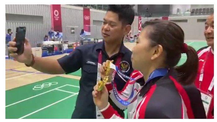 Jokowi Ngaku Bangga saat Hubungi Greysia dan Apriyani yang Sabet Emas di Olimpiade: Saya Deg-degan