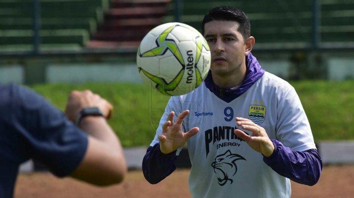 Esteban Vizcarra sudah terlihat kembali bergabung berlatih dengan Persib Bandung pada Sabtu (27/4/2019).