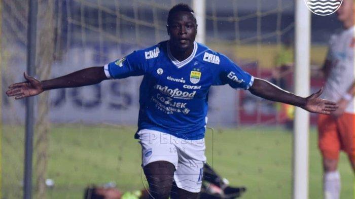Ezechiel N'Douassel Diragukan Tampil Lawan Arema FC, Persib Bandung Tak Punya Pelapis Sepadan