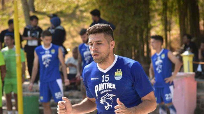 Fabiano Beltrame mengikuti latihan Persib Bandung di Batam