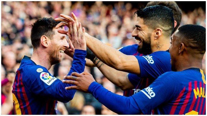Pemain Barcelona rayakan gol yang di cetak Messi dalam laga kontra Espanyol di Stadion Camp Nou, Sabtu (30/3/2019)