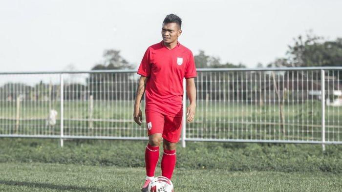 Eks Persib Bandung Ferdinand Sinaga mengikuti latihan perdana bersama Persis Solo pada Rabu (30/6/2021).