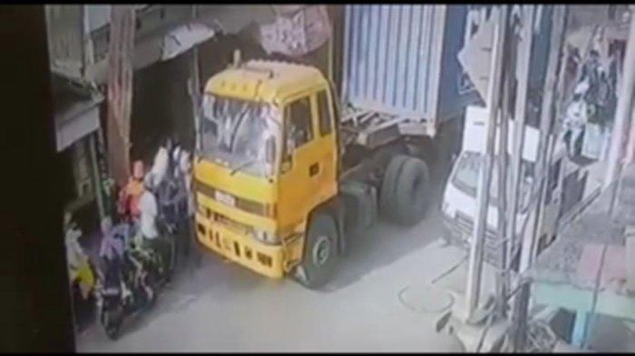Fakta Viral Sopir Truk Dipukuli Rombongan Pengantar Jenazah, Saksi: Kaca Depan Truk Juga Dipecah
