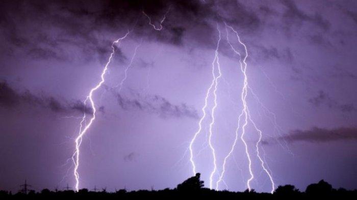 Peringatan Dini BMKG Besok Minggu 1 Agustus 2021: Jabar Waspada Hujan Petir dan Angin Kencang