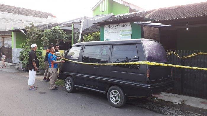 Garis polisi dipasang di lokasi pembunuhan di GBI, Bojongsoang, Kabupaten Bandung.