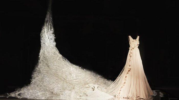 Meski dari Plastik Bekas, Gaun Ini Dibandrol Rp 3,3 juta