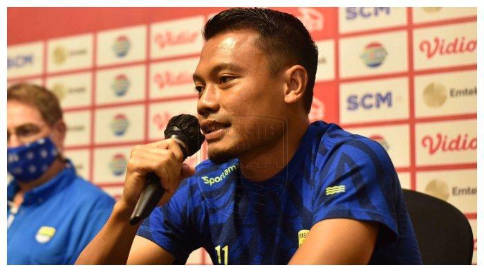 Gelandan Persib Bandung Dedi Kusnandar mendampingi Robert Alberts dalam konferensi pers secara virtual jelang laga melawan Persiraja Banda Aceh, Jumat (2/4/2021).
