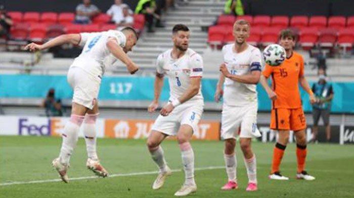 Gol Holes bawa Ceko unggul 1-0 atas Belanda pada Website UEFA.