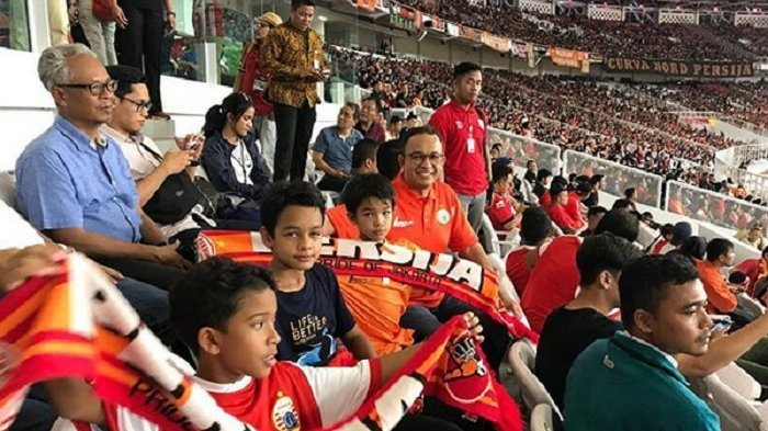 Anies Baswedan Gelar Nonton Bareng Laga Persija Jakarta Vs Mitra Kukar di Seluruh Kelurahan