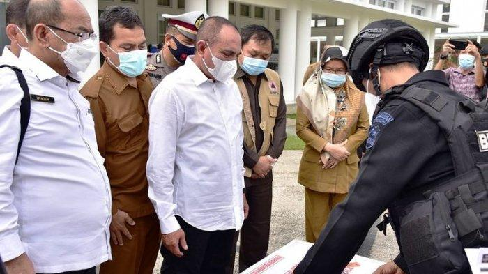 Gubernur Sumut Edy Rahmayadi menerima 40.000 ampul vaksin Covid-19 di rumah dinasnya, Selasa (5/1/2021).