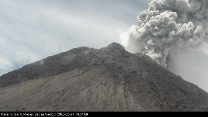 Erupsi Kembali, Gunung Merapi Keluarkan Kolom Abu Setinggi 3000 Meter ke Arah Timur