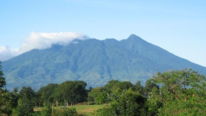 Penjelasan PVMBG soal Gunung Salak yang Dikabarkan Alami Erupsi