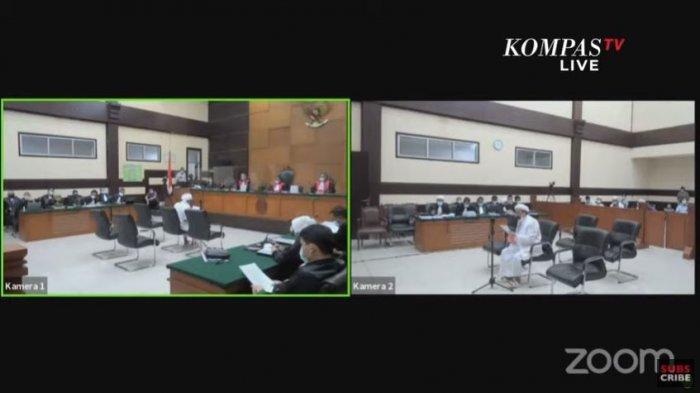 Habib Rizieq Shihab membacakan pledoi di Sidang Kasus Kerumunan Petamburan & Megamendung, Kamis (20/5/2021).