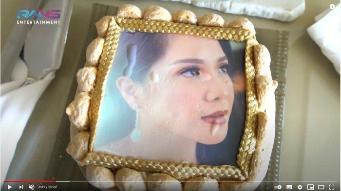 Hadiah khusus dari pihak hotel di Turki untuk Nagita Slavina. (YouTube Rans Entertaiment)