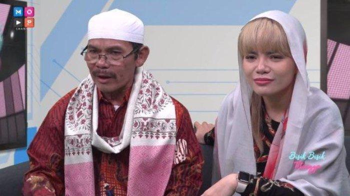 Haji Acep bersama putrinya Dinar Candy