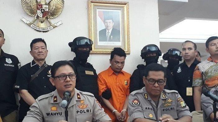 Tersangka Pembunuhan Satu Keluarga di Bekasi Datangi Kalimalang dan Tunjukkan Lokasi Linggis Dibuang