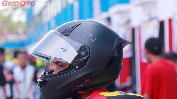 Tips Mencuci Helm yang Baik dan Benar, Jangan Pindahkan Bagian Peredam Sembarangan