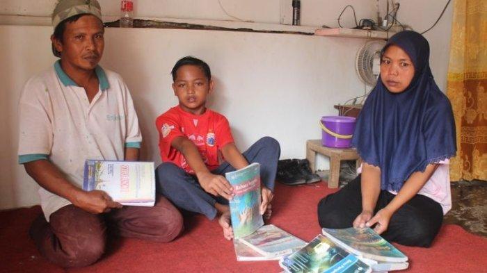 Tidak Bisa Menulis karena Tangannya Cacat, Siswa SMP di Bondowoso Diminta Mundur oleh Sekolah