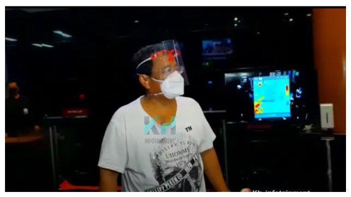 Hotman Paris dalam tayangan YouTube KH Infotaiment, Jumat (10/9/2020). Hotman Paris tak terima disebut bangkrut. (YouTube KH Infotaiment)
