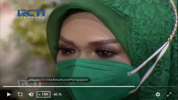 Ibu kandung Aurel Hermansyah, Krisdayanti turut hadi di prosesi pengajian pernikahan anaknya.