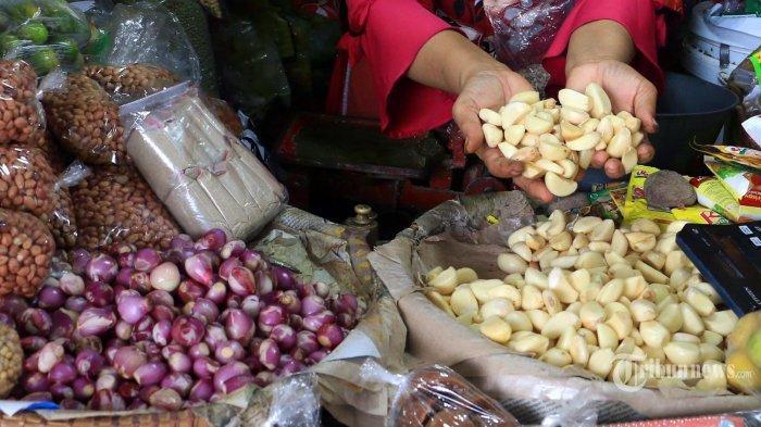 ilustrasi bawang putih yang dijual di pasar
