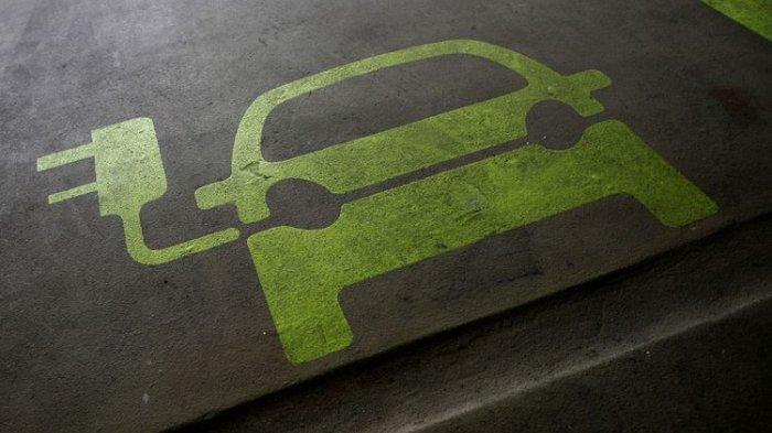 Mulai 1 September PLN Diskon Biaya Charge Motor dan Mobil Listrik, Tambah Daya Gratis 100 Persen
