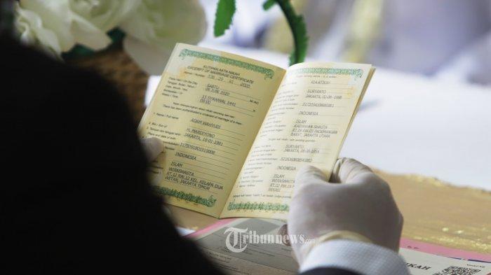 Ilustrasi pernikahan sesama jenis antara MT dan MTR dibongkar oleh para tamu undangan.