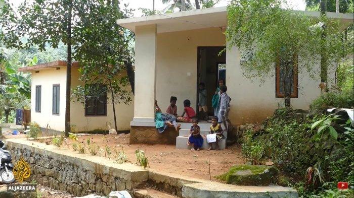 Sekolah-sekolah India telah ditutup karena wabah virus Covid-19, jutaan anak tidak memiliki akses ke teknologi dan internet sehingga beberapa sukarelawan menyiapkan kelas gratis.