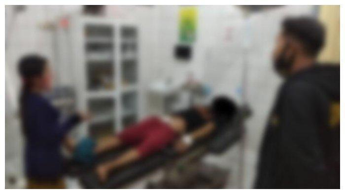 Pria Potong Alat Kelamin Sendiri, KR (29), terkulai di RSUD Abdul Aziz Marabahan. Ia nekat memotong kemaluannya sendiri setelah mendapat bisikan gaib./BanjarmasinPost/Istimewa
