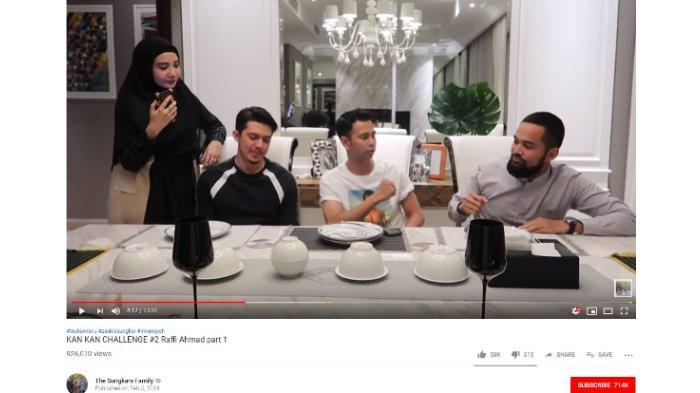 Irwansyah, Raffi Ahmad, dan Teuku Wisnu duduk bertiga di meja makan, sedangkan Zaskia Sungkar berdiri sambil memberikan tantangan KAN KAN CHALLENGE.