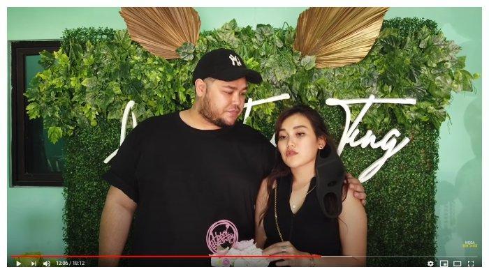 Ivan Gunawan dan Ayu Ting Ting dalam tayangan YouTube Ivan Gunawan, Minggu (21/6/2020). Ivan Gunawan memberikan kado spesial untuk Ayu Ting Ting di hari ulang tahunnya.