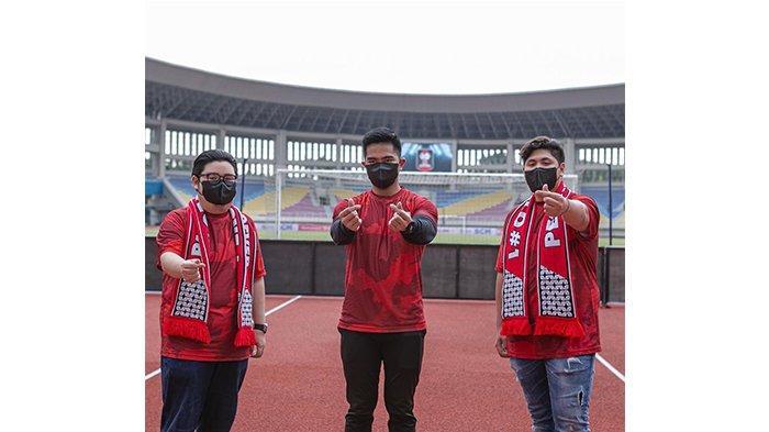 Kevin Nugroho (kiri), Kaesang Pangarep (tengah) dan Aga Thohir pada postingan Instagram @kaesangp pada 28 Maret 2021. Jajaran petinggi muda Persis Solo 2021.