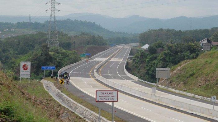 Rest Area Terlalu Jauh, Banyak Mobil Pemudik di Tol Pemalang Batang yang Kehabisan Bensin dan Mogok