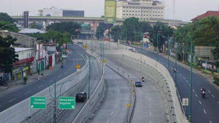 Lihat Foto-foto Suasana Lengang di Jakarta saat Lebaran, Warga Lakukan Aksi Unik di Jalanan Ibukota