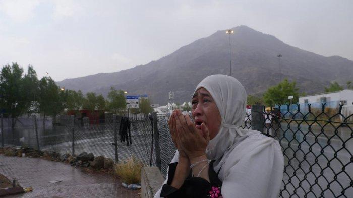 36 Bacaan Doa Harian, Doa Makan, Tidur, Belajar, Bepergian, hingga Keluar-Masuk Masjid