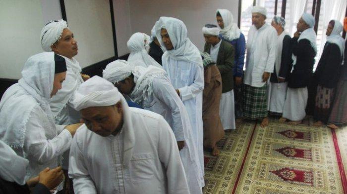 Jemaah Tarekat Naqsyabandiyah Al-Kholidiyah Laksanakan Salat Ied Hari Ini