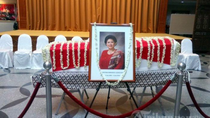 Jenazah Ani Yudhoyono disemayamkan di ruang Riptaloka KBRI Singapura, Sabtu (1/6/2019). Ani Yuhoyono tutup usia pada usia 66 tahun di Singapura, karena menderita kanker darah.