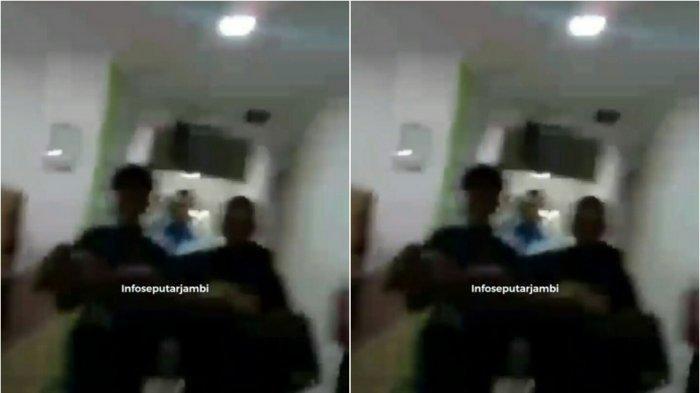 Seorang anak digendong keluar dari Rumah Sakit Abdul Manap Kota Jambi