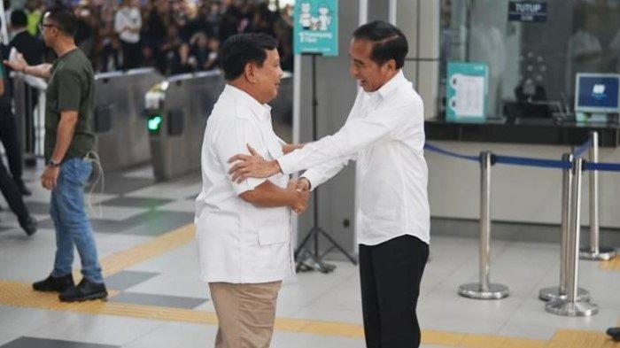 Jokowi Tertawa saat Prabowo Berterima Kasih Sudah Diajak Naik MRT: Saya Naik MRT Luar Biasa