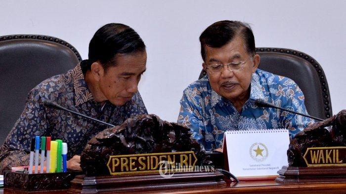 Presiden RI Joko Widodo (Jokowi) bersama Wakil Presiden Jusuf Kalla (JK), Memimpin Rapat Terbatas Membahas tentang Dosen Non PNS pada Perguruan Tinggi Negeri Baru di Kantor Presiden, Rabu (06/01/2016).