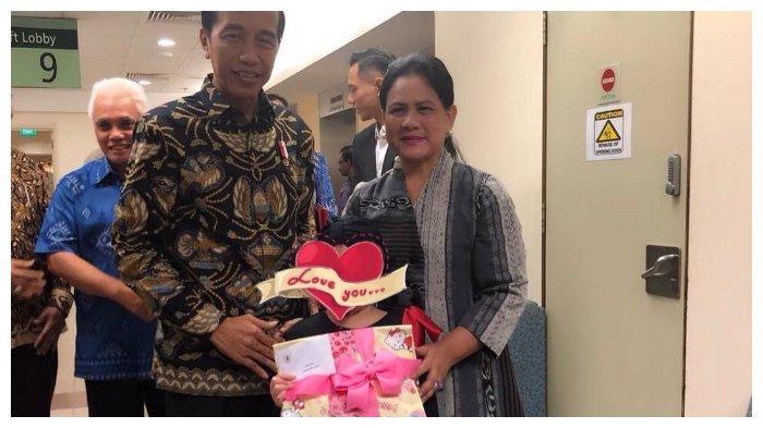 Momen Jokowi dan Iriana menjenguk putri Denada, Shakira Aurum, Kamis (21/2/2019).