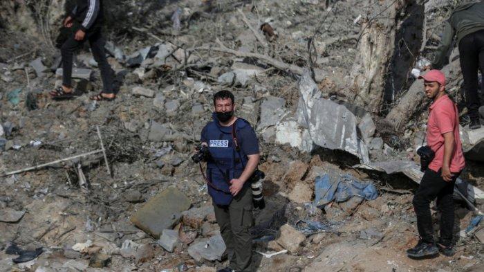 Jurnalis foto di Gaza, Hossam Salem menceritakan risiko yang ia hadapi saat meliput serangan Israel di Gaza.