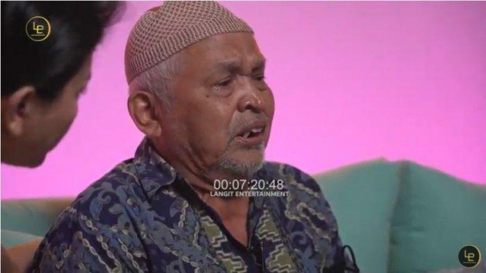 Kakek Suhud menangis menuturkan perasaannya atas perlakuan tidak mengenakkan Baim Wong, Selasa (12/10/2021).