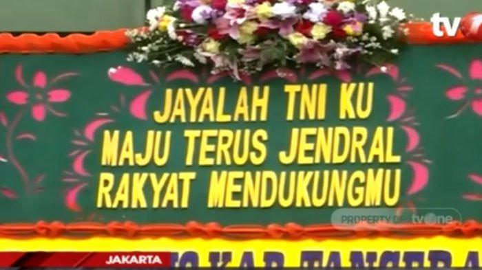 Karangan bunga menghiasi Markas Kodam Jaya untuk mengapresiasi tindakan Pangdam Jaya Mayjen Dudung Abdurachman, Senin (23/11/2020).