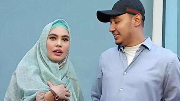Kartika Putri dan suaminya, Usman bin Yahya saat ditemui di kawasan Tendean, Jakarta Selatan, Senin (29/4/2019).